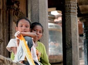 600px-LoSguardoDelleDee_-Patan-Nepal_foto-Enrico_DeSantis-mostra-Don_t-forget-Nepal