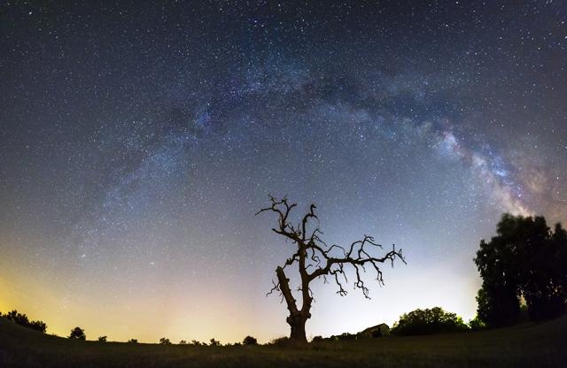 Arco galattico ripreso nelle campagne dell'Alto Lazio somma di 7 scatti verticali